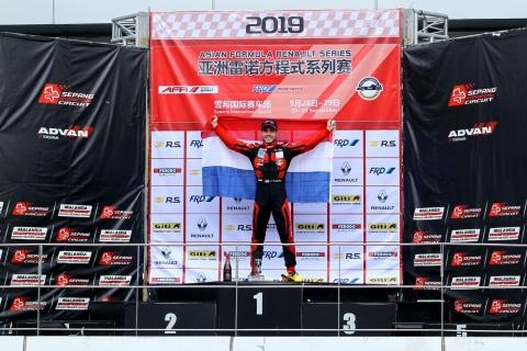 Joey Alders wint 3 races  Asia Formule Renault 3