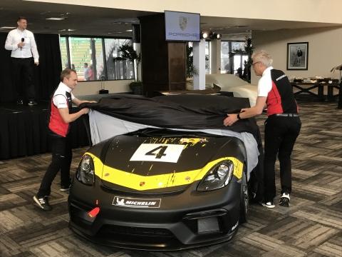 Porsche GT4 Enthuellung