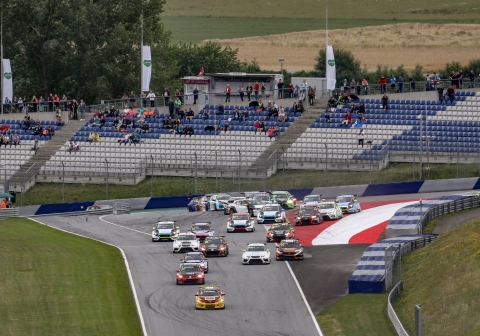 2019 TCR EUR Red Bull Ring R2 Commotion at Turn 1