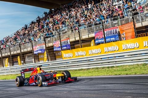01-Drie-Formule-1-autos-voor-het-eerst-op-Nederlandse-racebaan-tijdens-Jumbo-Racedagen