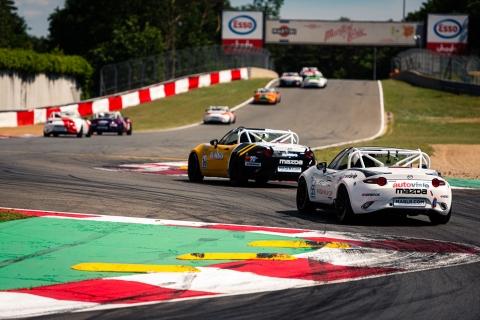 Close racing-2