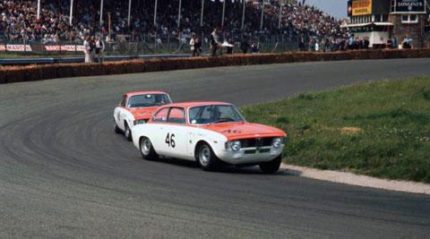 1966-Supportrace-GP-Rob-Slotemaker-en-Wim-Loos-Alfa-Romeo-1600-GTA-hunserug