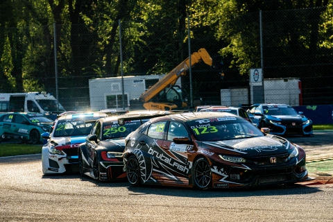 2020 TCR Europe Monza Race 1 start 24