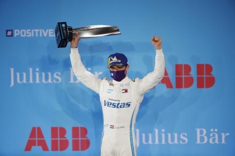 210226 FE DEV R1 podium