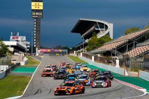 2021 TCR Europe Barcelona Race 1 Turn 1 01